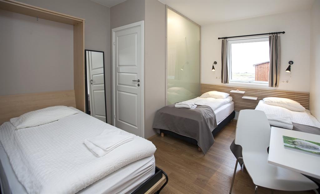 chambre standard pour trois personnes the highland center. Black Bedroom Furniture Sets. Home Design Ideas